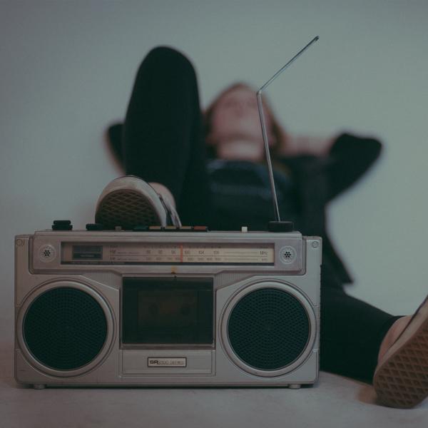 Опрос: где вы слушаете радио?