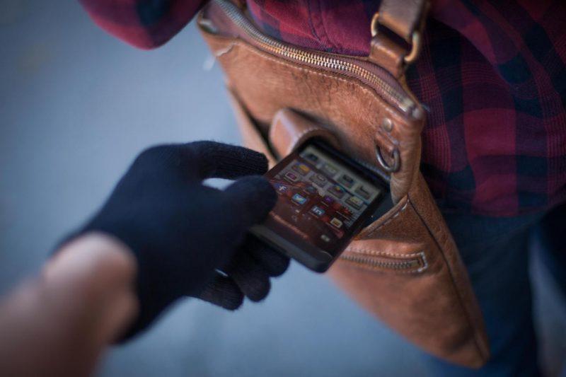 Житель Лиды 1987 года рождения совершил кражу мобильного телефона.