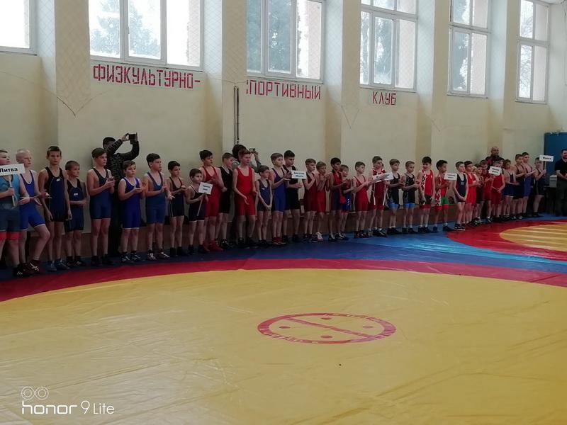 Открытый районный предновогодний турнир по греко-римской борьбе прошел в Березовке