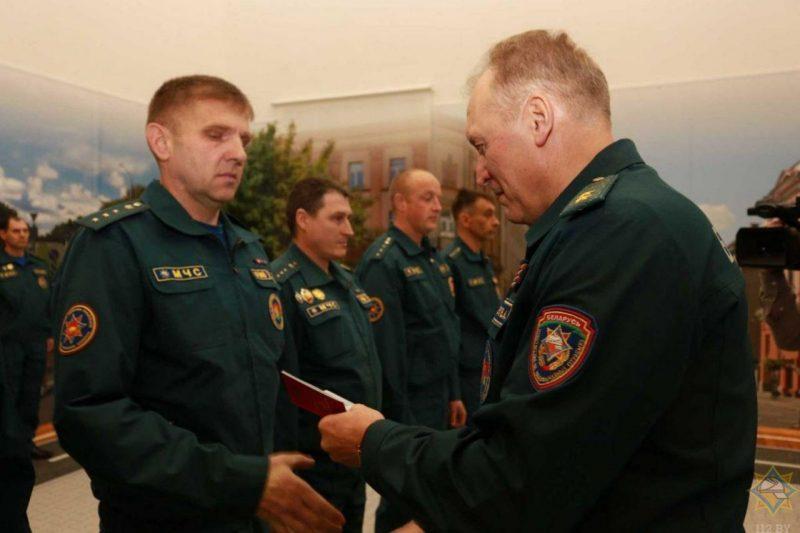 Министр МЧС вручил награды спасателям Гродненщины