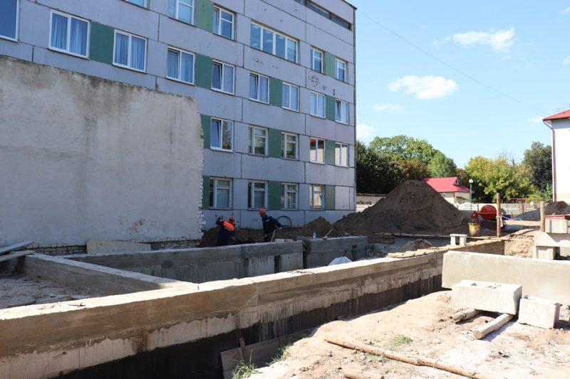 Ход ремонтных работ в хирургическом корпусе Лидской ЦРБ на строгом контроле у местных властей