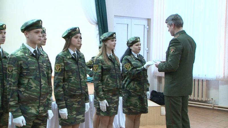 В шестой лидской школе 22 десятиклассника стали кадетами