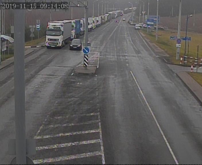 Около 400 грузовых автомобилей ожидают выезда на белорусско-литовской границе