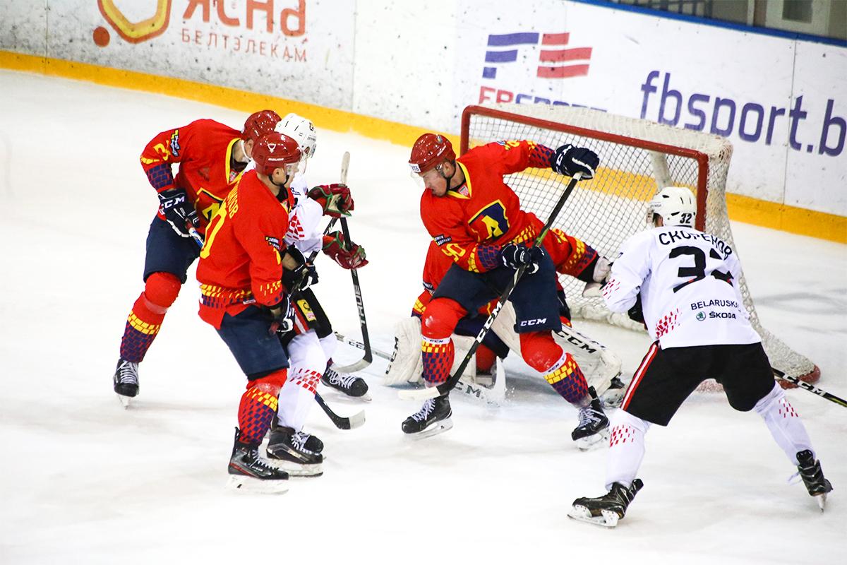 Хоккейный клуб «Лида» на своем льду крупно уступил «Гомелю»