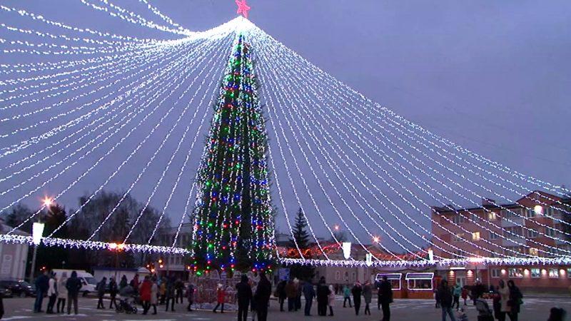 В новогоднюю ночь в Лиде у главной елки, на площади по улице Советской, будет организована шоу-программа