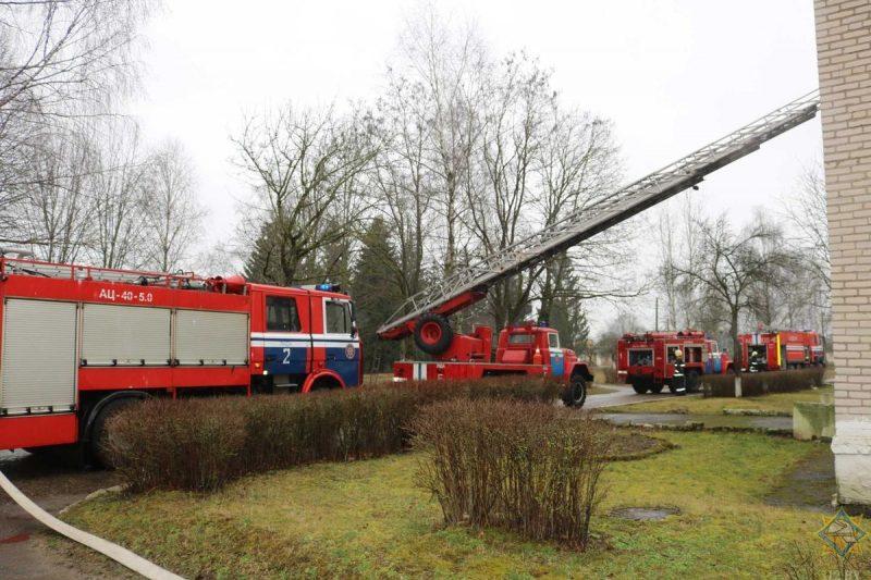 Лидские спасатели в рамках «Единого дня безопасности» провели учебную эвакуацию