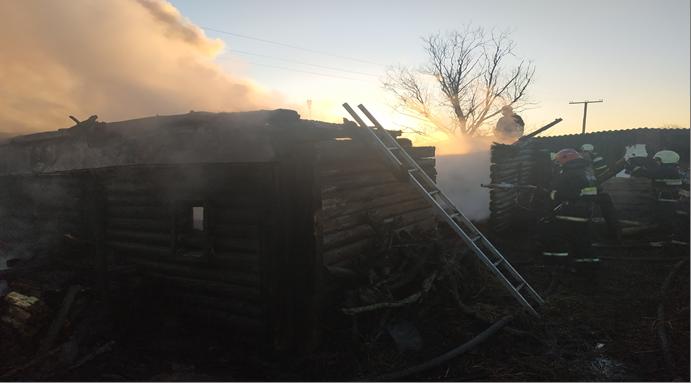 Лидские спасатели выезжали на тушение хозяйственной постройки