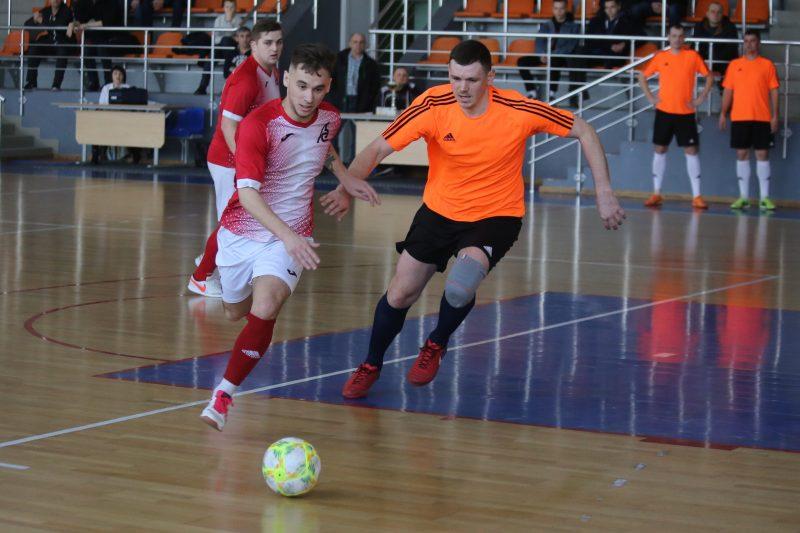 Лидские «Элекстросети» продолжают вести борьбу за победу в чемпионате Гродненской области по мини-футболу