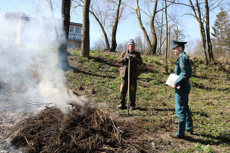 Лидский РОЧС совместно с субъектами профилактики проводит рейды по предупреждению палов сухой растительности
