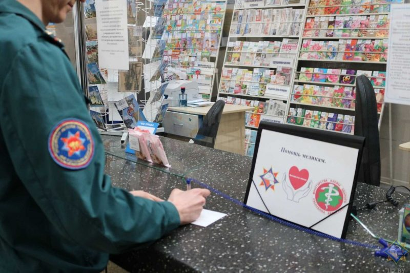 Спасатели Лидчины поддержали инициативу МЧС Беларуси по оказанию финансовой помощи врачам