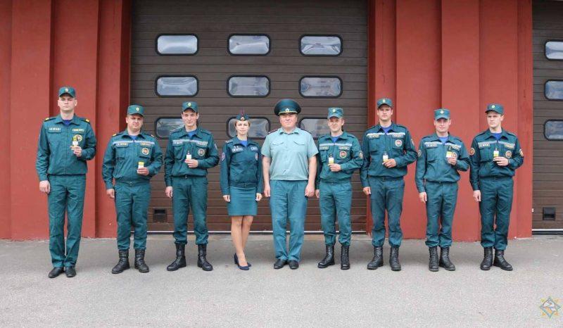 Лидским спасателям присвоены очередные специальные звания
