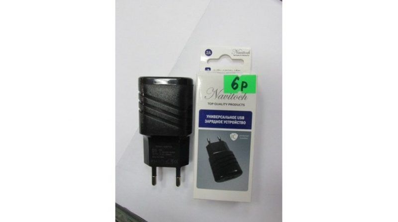 Опасные универсальные зарядные устройства выявили в продаже в Лиде