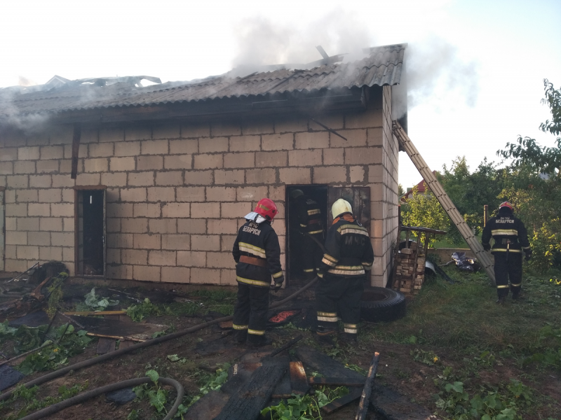 Частная баня горела вчера вечером в Лиде