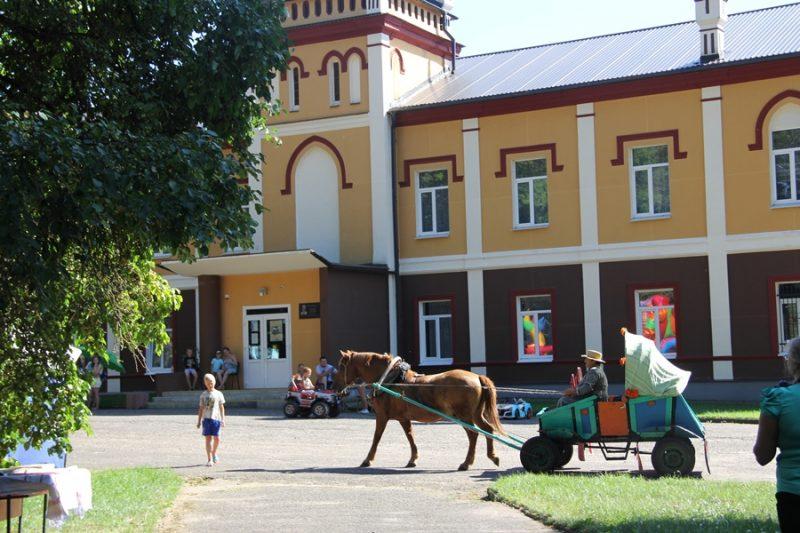 В субботу Бердовский культурно-досуговый центр приглашает на праздник «Маёнтак Дамбавецкага запрашае»