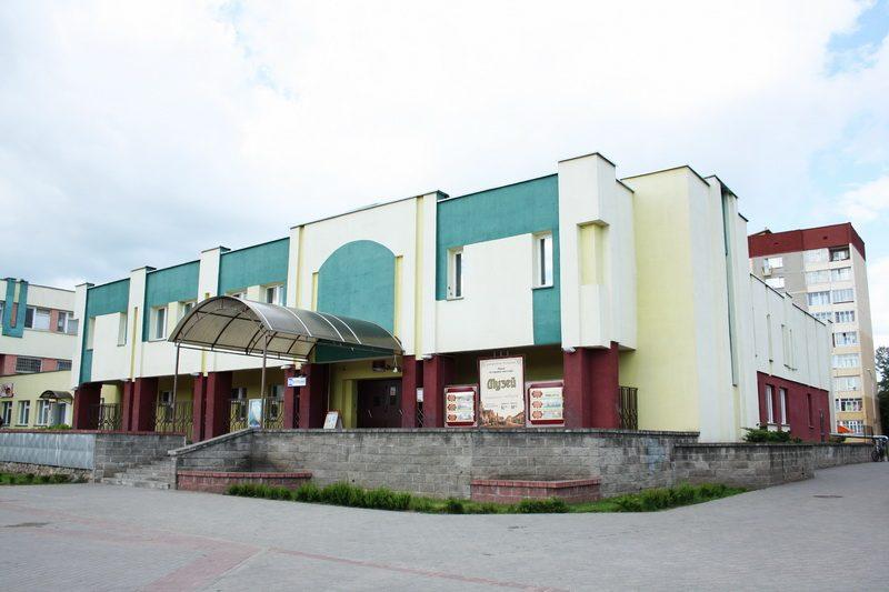 В Лидском историко-художественном музее открылась выставка «Встреча поколений»