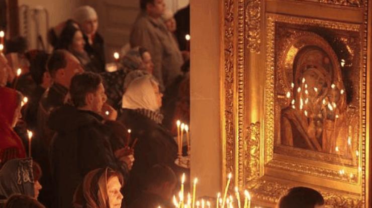 В праздник Рождества Пресвятой Богородицы, настоятель лидского храма Всех святых, протоиерей Владимир Яромич, встретился с учащимися 7 и 8 классов СШ №11, посещающих факультативные занятия «Основы православной культуры».