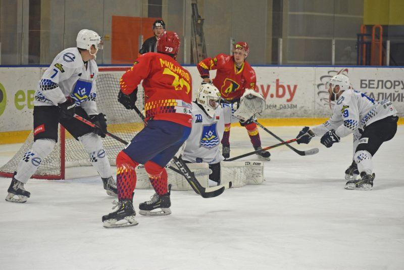 Хоккеисты «Лиды» в стартовом матче в Экстралиге «Б» пропустили шесть шайб от «Химика».