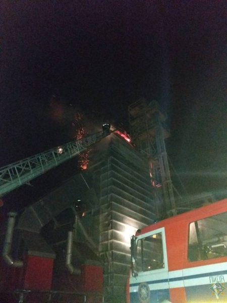 В Лидском районе горел зерносушильный комплекс