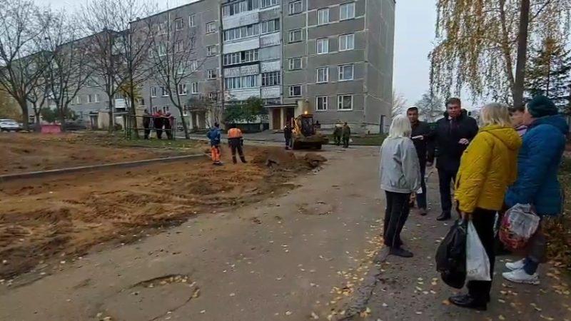 Лидское ЖКХ начало текущий ремонт очередной дворовой территории в городе