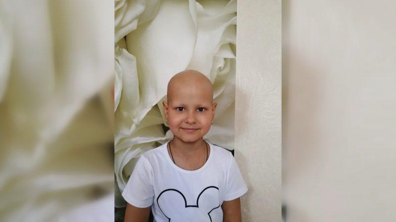 Семилетняя лидчанка Алена Стацевич отправилась на лечение в Барселону