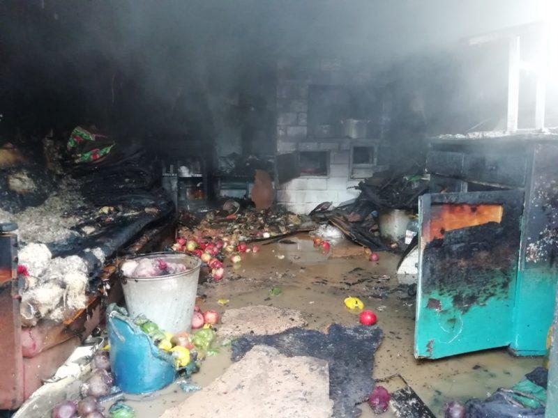 Хозяйственная постройка горела вчера днем в Лиде