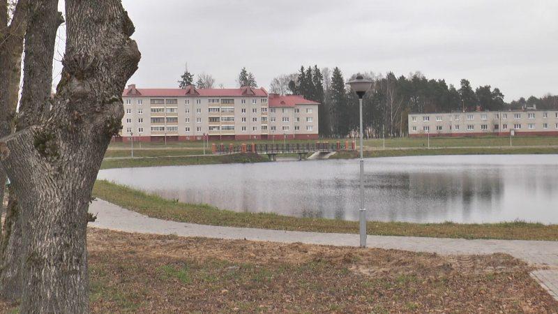 В Березовке продолжается благоустройство городского парка на улице Корзюка