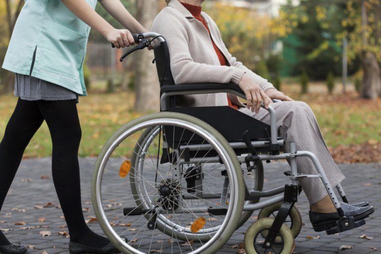 Центр соцобслуживания населения оказывают помощь нуждающимся