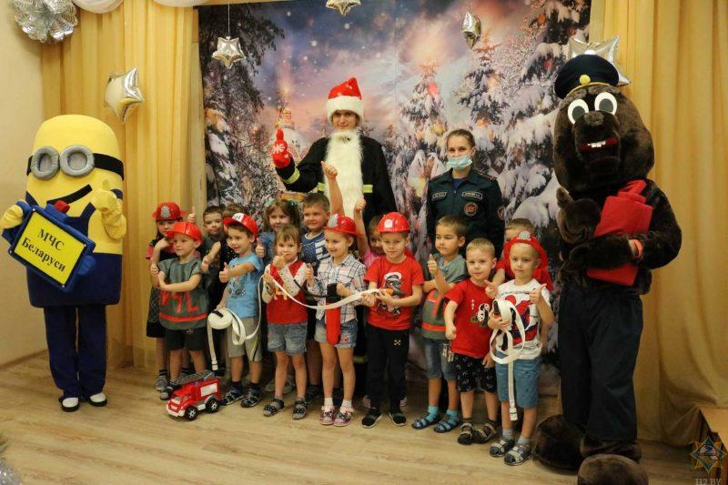 В рамках акции «Безопасный Новый год!» лидские спасатели посетили детский сад №19