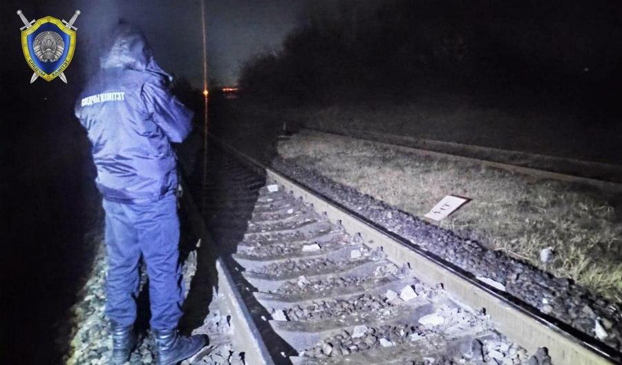 В Лиде неустановленное лицо перекрыло бетонным столбом железнодорожные пути.