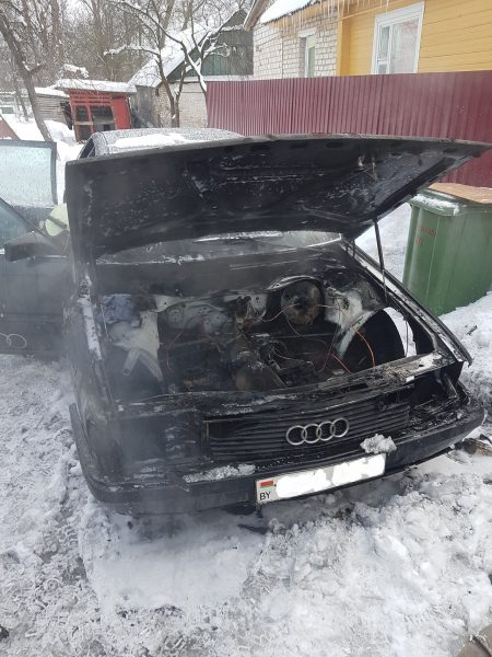 Легковой автомобиль горел в Лиде