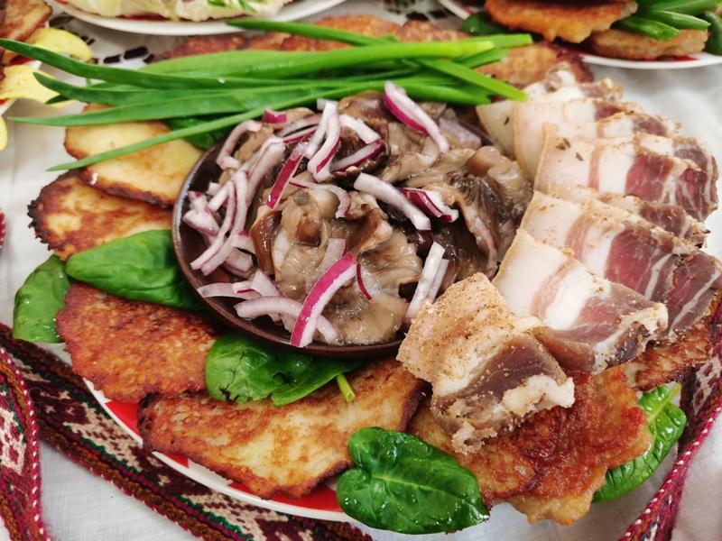 Районный конкурс традиционных блюд «Спазнай смак сваёй кухні» прошел на Лидчне