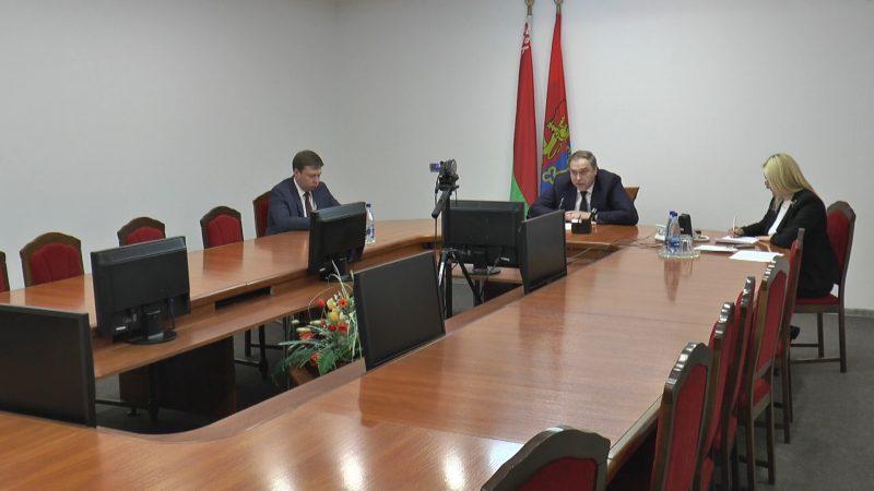 В пятницу в Лиде «прямую телефонную линию» провел председатель Гродненского облисполкома Владимир Караник