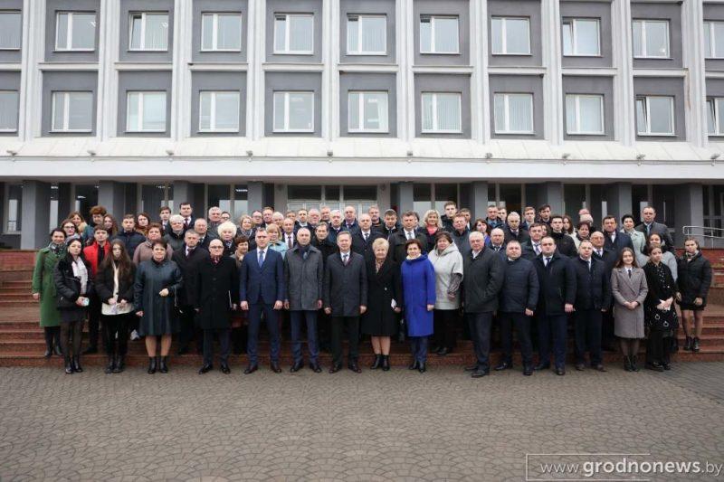 На базе Лидского района проходит выездная сессия Гродненского областного Совета депутатов
