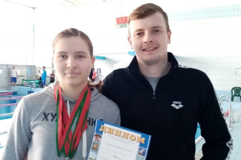 Девушка из Лиды выиграла четыре «серебра» на первенстве страны по плаванию
