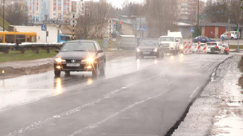 В Лиде начались работы по сплошному асфальтированию наиболее проблемных участков улиц