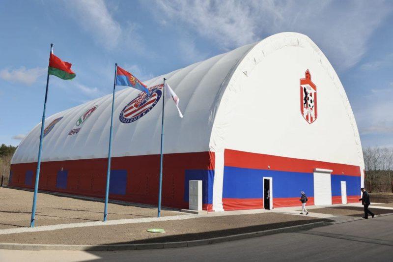 Крытая мини-футбольная площадка с современным искусственным покрытием открылась Лиде