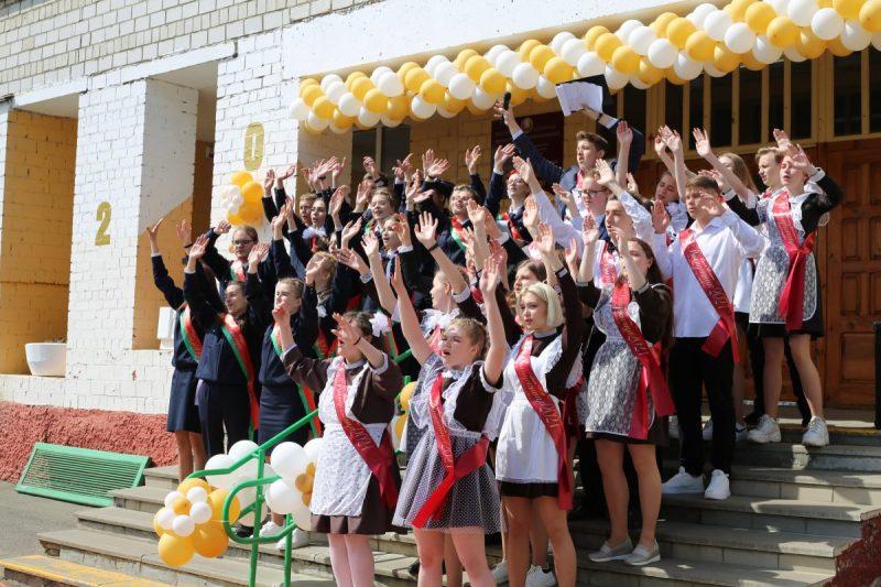 Накануне во всех школах Беларуси прозвенели последние звонки.