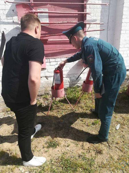 Работники Лидского РОЧС организовали профилактические рейды по местам заготовки, складирования и хранения грубых кормов
