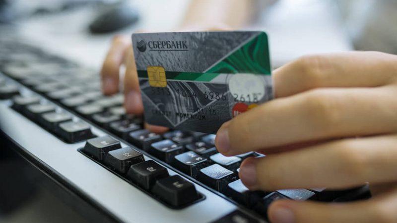 Количество преступлений, связанных с хищением денег с банковских карточек растет