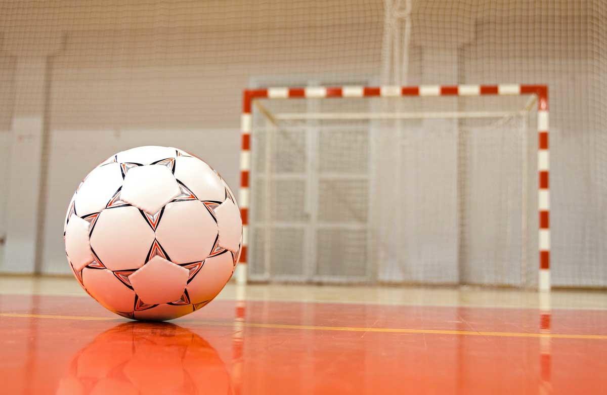 В Лидской мини-футбольной прошли первые матчи 1/4 финала