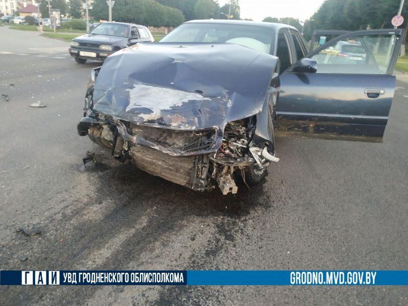 В Лиде легковушка протаранила микроавтобус – погиб пассажир