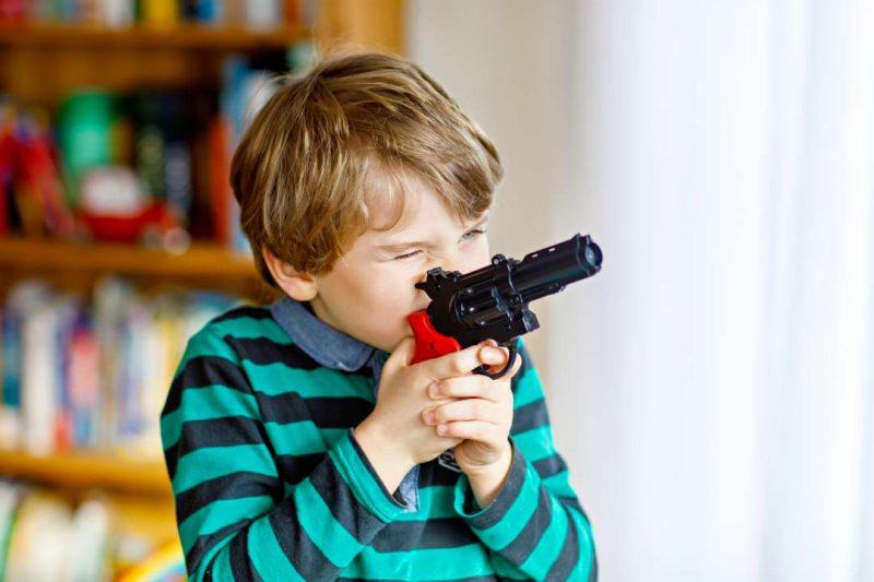 В Лиде шарик из игрушечного пистолета попал ребенку в глаз