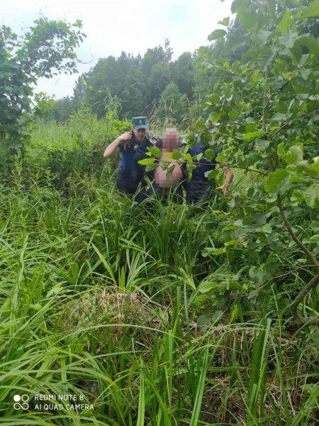 В Дятловском районе спасатели помогли лидчанину выбраться из болота