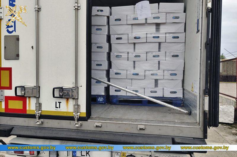 Литовский перевозчик намеревался ввезти на территорию Беларуси более 20 т субпродуктов сомнительного качества