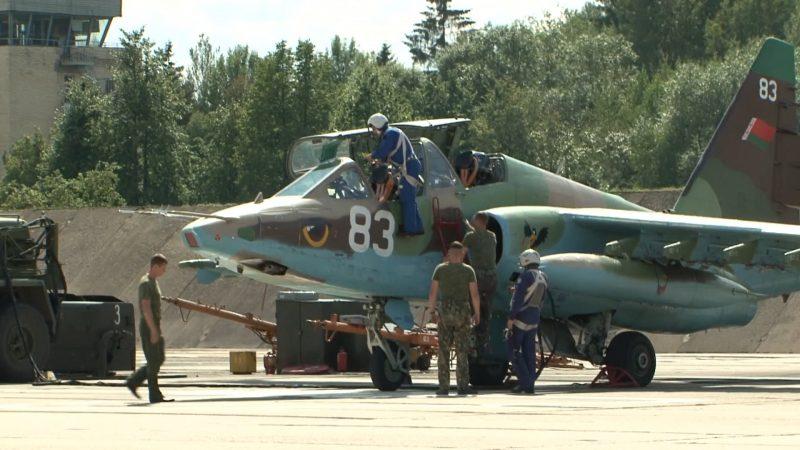 Белорусские военные летчики накануне отправились в Рязань для участия в международном конкурсе «Авиадартс»