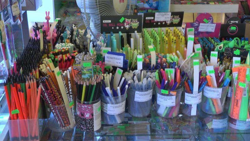 У магазина «Дом торговли» в Лиде продолжает работать школьный базар