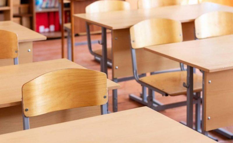 В Лиде у лицеистки во время урока преподаватель обнаружил насвай.