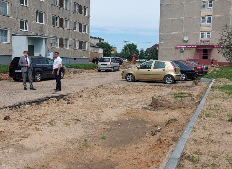 В Лиде ведется ремонт очередной дворовой территории