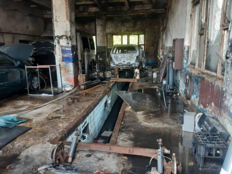 14 сентября на телефон диспетчера Лидского РОЧС поступило сообщение о пожаре гаража в по улице Фомичёва